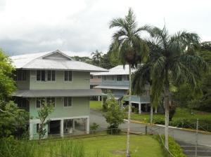 Nu Gamboa Rainforest Resort, voorheen de huizen van de arbeiders van het Panamakanaal