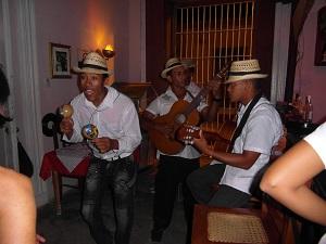 Onze Cubaanse vrienden die vol energie muziek maakten