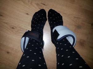 Because they are worth it. Deze enkelgewichtjes moeten mijn bovenbeenspieren zo sterk gaan maken dat ik geen last meer heb van mijn knieën tijdens het dalen bij een wandeling of bij het dragen van hakken. Fingers crossed!