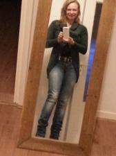 KLaar voor de werkdag met mijn, toepasselijk groene, trui voor Warme truiendag!