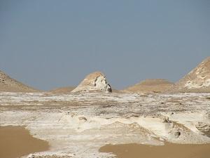 De White Desert, het lijkt wel een beeldentuin.